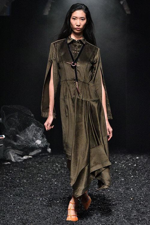 hoang-thuy-tiep-tuc-trung-4-show-tai-london-fashion-week-3