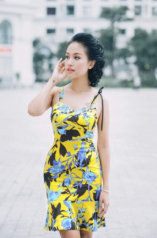 Không chỉ đắt show tham dự event, nữ MC còn thường xuyên xuất hiện trong vai trò người mẫu ảnh để giới thiệu các mẫu thiết kế mới.