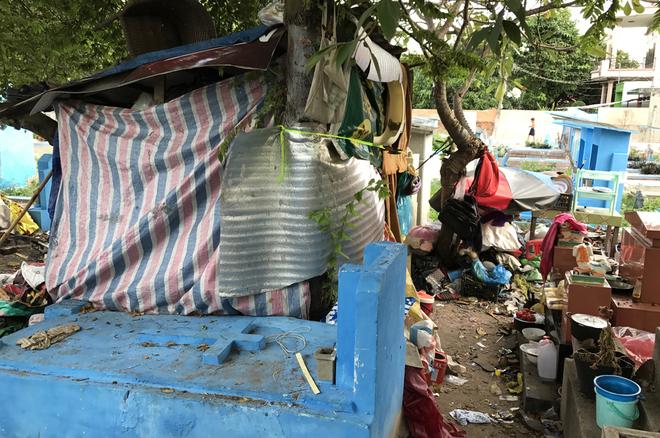 Những người ngủ đêm giữa nghìn ngôi mộ ở Sài Gòn