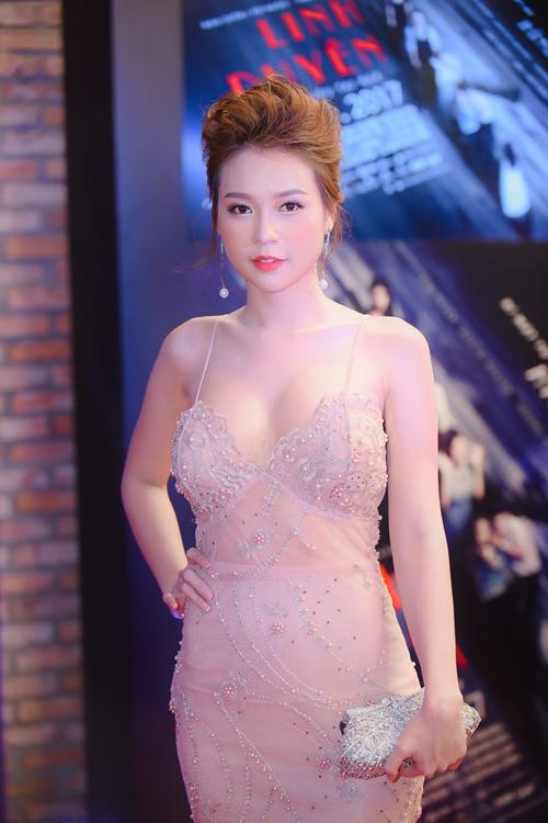 vo-chong-truong-quynh-anh-hon-nhau-giua-chon-dong-nguoi-7