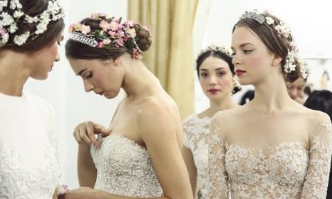 Chọn dáng váy cưới phù hợp chất liệu vải