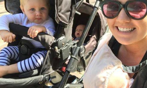 Mẹ sinh ba con chỉ trong 11 tháng