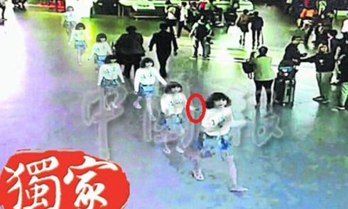 Nữ nghi phạm 'tay đen xì' sau khi hạ độc Kim Jong-nam