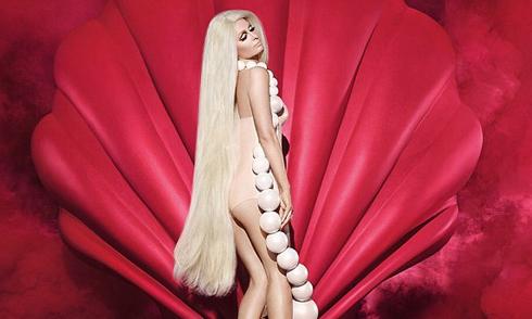 Paris Hilton trẻ đẹp như búp bê dù ở tuổi U40