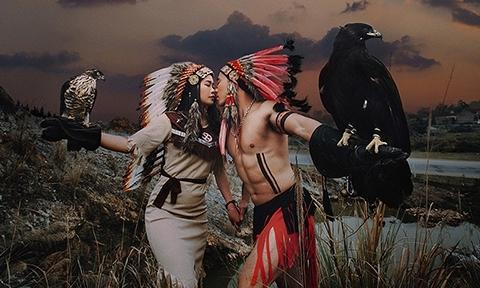 Cặp 9X Ninh Bình hở 'bạo' trong bộ ảnh cưới thổ dân