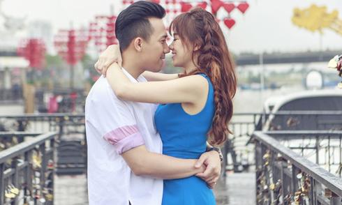 Trấn Thành ôm hôn Hari Won khi đóng MV cùng nhau