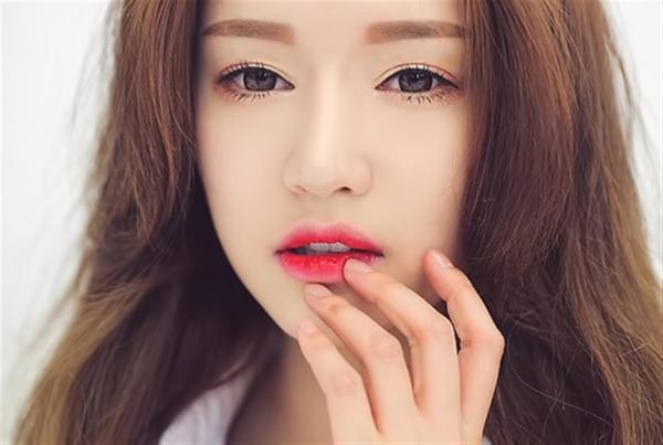Da trên môi là vùng nhạy cảm nhất trên cơ thể.