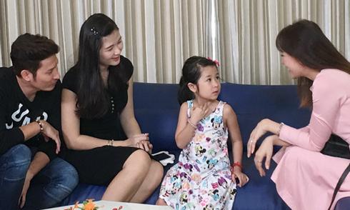 Hari Won đến nhà Huy Khánh học bí quyết nuôi con gái