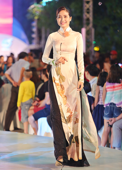 thuy-ngan-lam-vedette-dien-trong-le-hoi-ao-dai-7