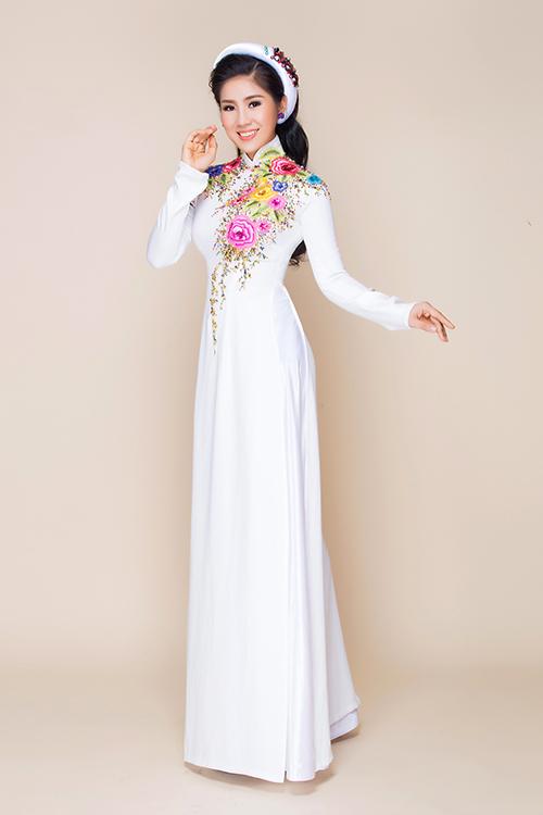 [Caption]Áo dài cưới dành cho không khí mùa hè được xây dựng trên những gam màu ngọt ngào như tím hoa cà, dâu, xanh thiên lý.