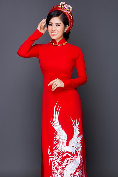 le-phuong-diu-dang-dien-ao-dai-hoa-lam-co-dau-5
