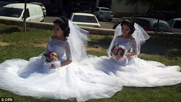 Hai chị em gái xinh đẹp với cách trang điểm làm tóc y hệt trong ngày cưới.