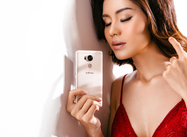 bong-hong-khoe-smartphone-zero-4-co-phu-kien-doc-dao-2