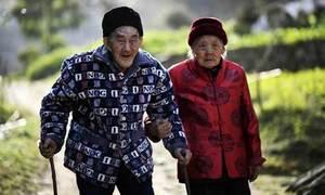 Cặp vợ chồng ở bên nhau 81 năm không rời một ngày