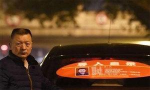 Cha lái taxi để tìm con gái bị bắt cóc 23 năm trước