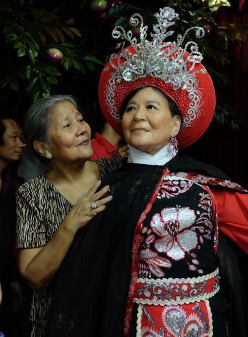 Nghệ sĩ Việt thích thú ngắm tượng sáp giống hệt mình