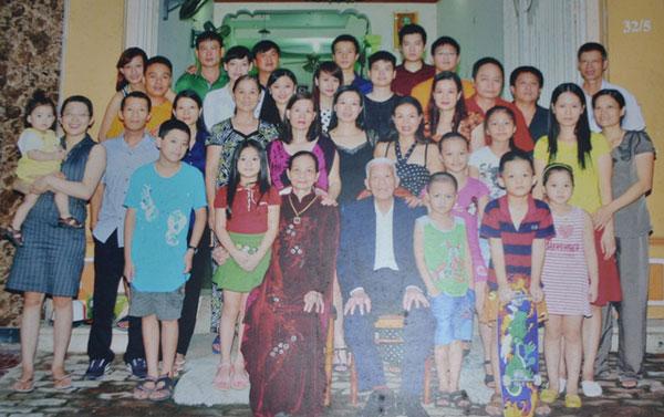 Cụ có 8 người con và 20 cháu, chắt nội ngoại.