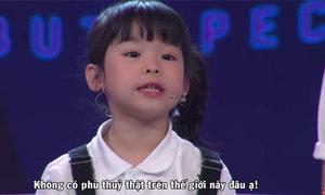 Bé gái 5 tuổi nói tiếng Anh lưu loát trên truyền hình
