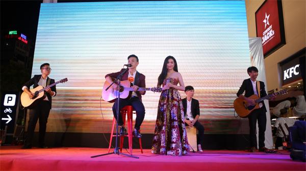 man-trinh-dien-soi-dong-tai-chung-ket-lotte-mart-contest-6