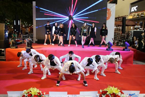 man-trinh-dien-soi-dong-tai-chung-ket-lotte-mart-contest-10