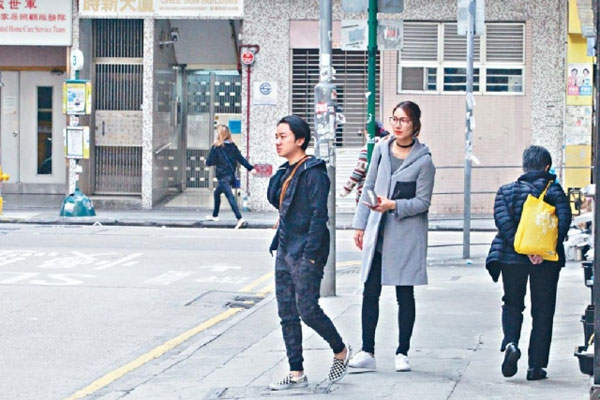 'Chú lùn TVB' bên cô vợ Hoa hậu 1,75m