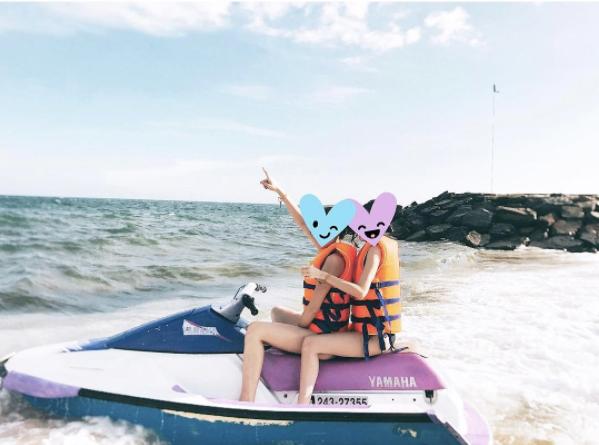 hoa-hau-ky-duyen-gay-chu-y-khi-mac-bikini-khoe-dang-chun-4