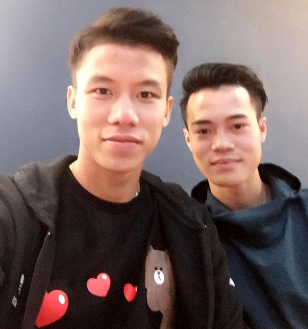 que-ngoc-hai-dien-ao-nhi-nhanh-selfie-cung-van-toan