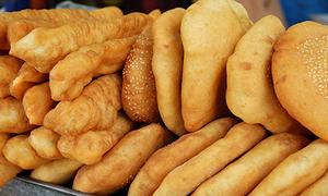 Bánh tiêu giò chéo quẩy - món ăn chơi bình dân trăm năm tại Sài Gòn