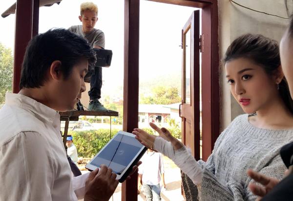 Huyền My cho biết diễn viên Nay Toe là một diễn viên kỳ cựu từng đoạt nhiều giải thưởng về diễn xuất nên rất chuyên nghiệp, trong khi đó Hoa hậu siêu quốc gia Myanmar 2013 lại vô cùng dễ thương và thân thiện. Cô và các diễn viên được đoàn làm phim chăm sóc rất kỹ càng trong suốt quá trình quay phim.