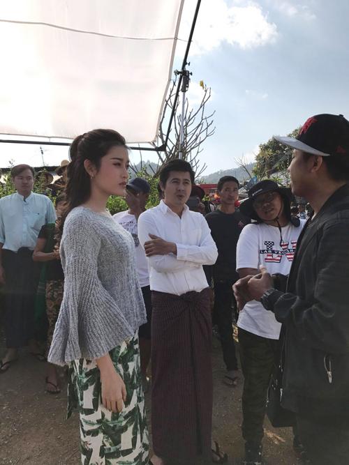 Trong phim các diễn viên Myanmar nói bằng tiếng mẹ đẻ còn Huyền My thoại bằng tiếng Anh. Huyền My cho biết cô và bạn diễn vẫn hiểu nhau dù thoại bằng hai ngôn ngữ khác nhau. Các diễn viên Myanmar vẫn có khả năng nói hiểu tiếng Anh, còn khi chiếu thoại của Huyền My sẽ được thêm phụ đề bằng tiếng Việt.
