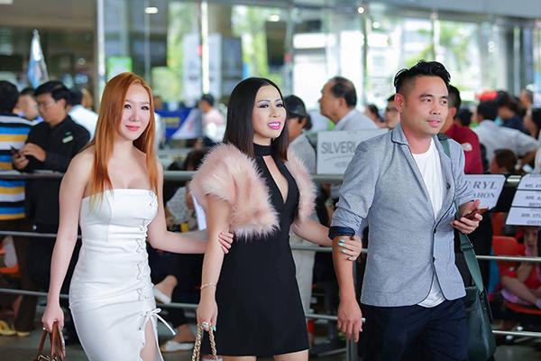 Vừa trở về Mỹ sau một chuyến đi dài ngày về thăm quê hương Việt Nam. Tuy nhiên chỉ sau 10 ngày, mới đây, Hoa hậu Kristine Thảo Lâm bất ngờ lại trở về Việt Nam. Như vậy, chỉ trong vòng 2 tháng đầu năm 2017, Hoa hậu Thảo Lâm đã về thăm quê hương Việt Nam đến 2 lần.