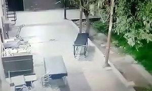 Xe đẩy tự di chuyển như bị 'ma làm' trong bệnh viện