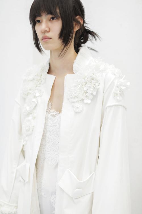 Đầu tiên là Miki Ehara, gương mặt  triển vọng của làng mẫu Nhật Bản đã để lại ấn tượng khi là mẫu Nhật duy nhất