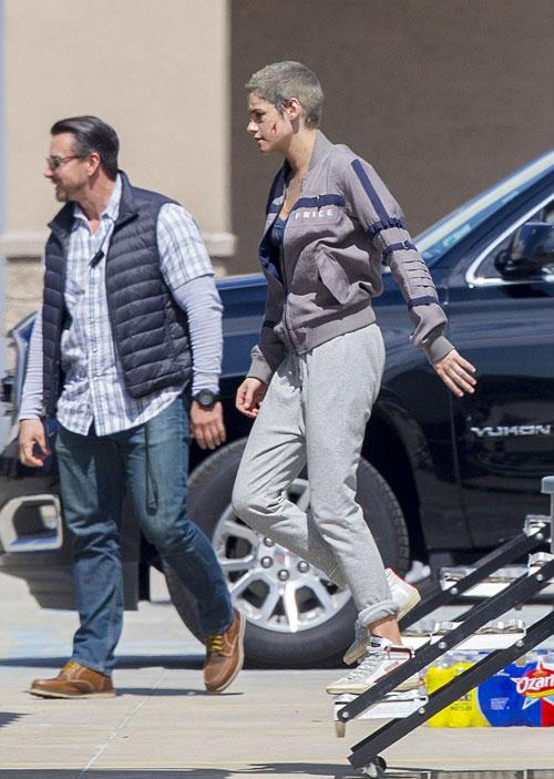 Kristen Stewart mặt bầm dập ở trường quay - ảnh 7