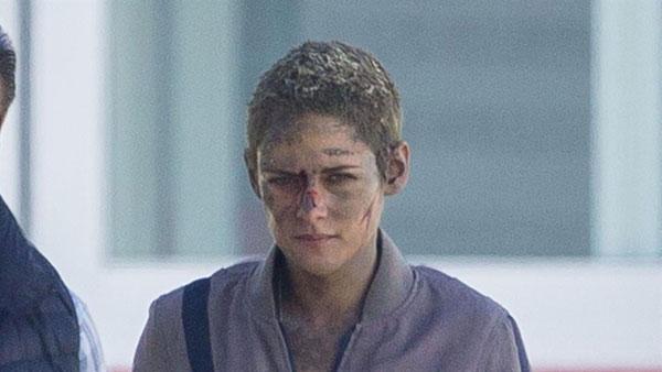Kristen Stewart mặt bầm dập ở trường quay - ảnh 4