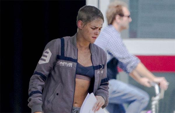 Kristen Stewart mặt bầm dập ở trường quay - ảnh 5