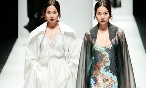 Thanh Hằng sắc lạnh trên sàn diễn 'Tokyo Fashion Week'