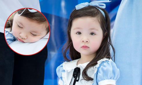 Cadie Mộc Trà ngủ gật khi đi sự kiện cùng mẹ Elly Trần