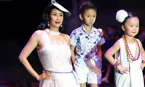Mẹ con Hà Kiều Anh diễn thời trang cùng con gái Linh Nga