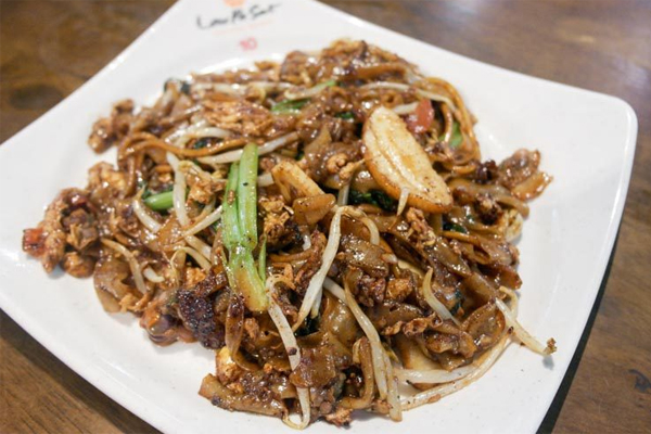 lac-vao-khu-an-uong-lau-pa-sat-o-singapore-khong-muon-ve-4