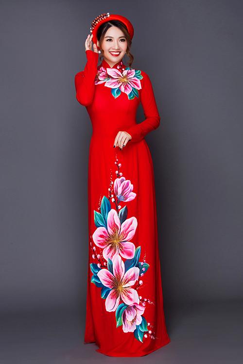 Hiện nay, tuy các mẫu áo dài cưới đã trở nên đa dạng hơn về màu sắc nhưng gam đỏ truyền thống vẫn được các cô dâu ưa chuộng hơn cả.
