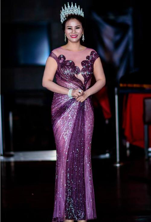 Vivian Văn lần đầu làm MC trên đất Mỹ
