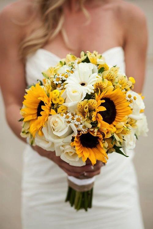 hoa hướng dương kết hợp với hoa hồng trắng