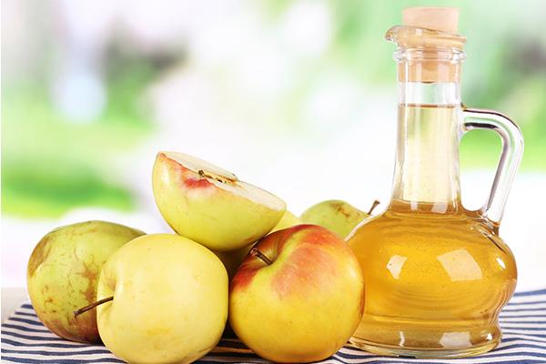 Nước giấm táo Thêm một muỗng cà phê giấm táo vào cốc nước lọc và uống trước bữa ăn sáng. Nhiều nghiên cứu khoa học đã chứng minh rằng, thức uống này không chỉ hỗ trợ giảm cân mà còn giúp bạn tiêu hóa tốt, khỏe mạnh trong cả ngày.