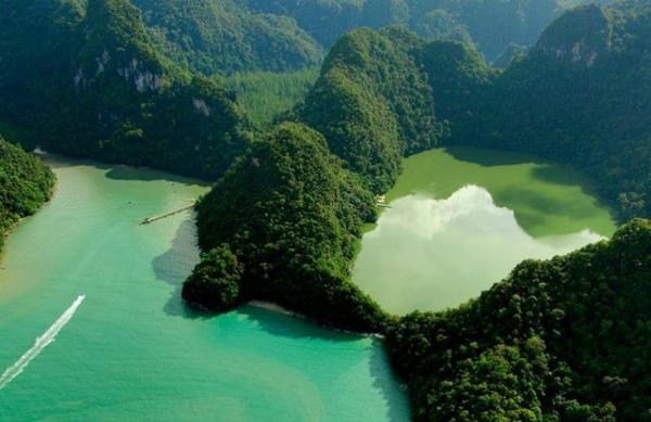Dayang Bunting là quần đảo lớn thứ 2 Malaysia với 99 đảo lớn nhỏ. Nơi này nổi tiếng vì một danh thắng