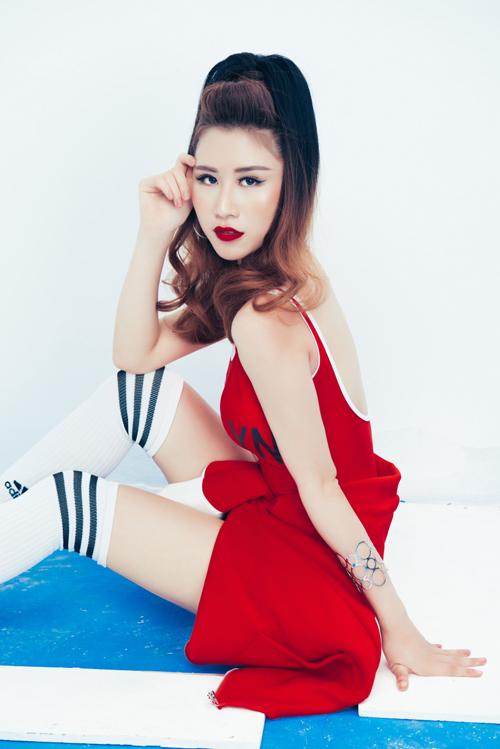 Bộ ảnh được thực hiện với sự hỗ trợ của nhiếp ảnh Trí Nghĩa, trang điểm Minh Lộc.