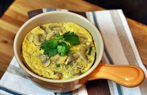 Chỉ cần thêm vài cây nấm tươi vào món trứng hấp thịt quen thuộc bạn đã có món ăn với hương vị mới cho cả nhà.