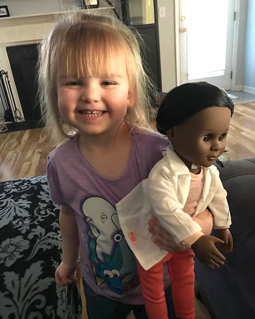 toddler-has-the-perfect-reply-to-cashier-who-questioned-her-choice-of-doll
