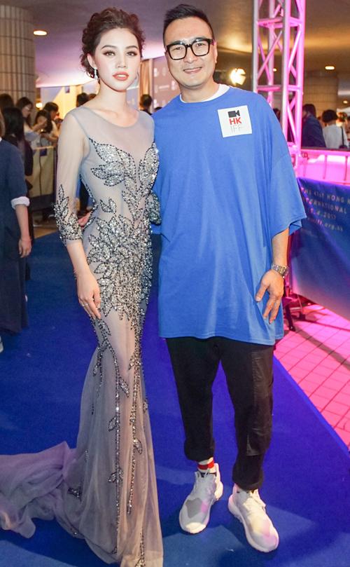 Jolie Nguyen dien vay xuyen thau, do sac voi cuu sao TVB Xa Thi Man