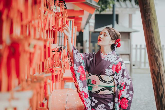 bao-anh-mac-kimono-khoe-sac-duoi-hoa-anh-dao-o-nhat-ban-9